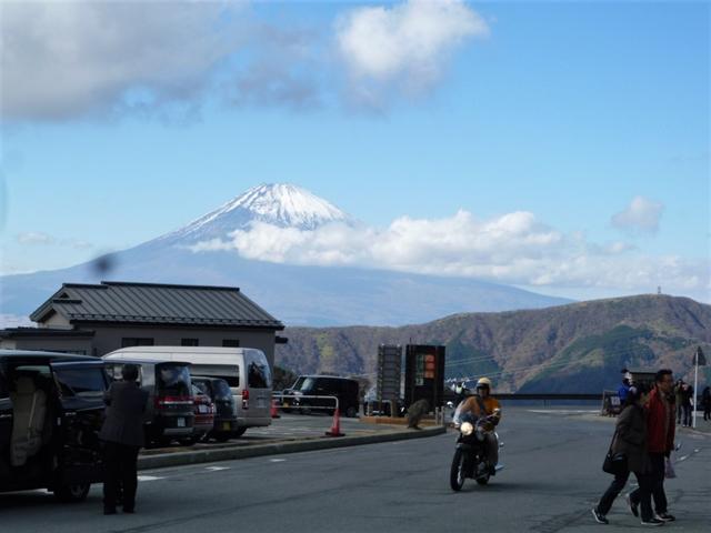 雪かぶりの冠富士山